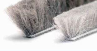 SEVROLL dorazová štetina samolepiaca 6,7x9mm sivá